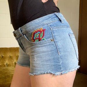 No boundaries hippie floral embroidered jean short